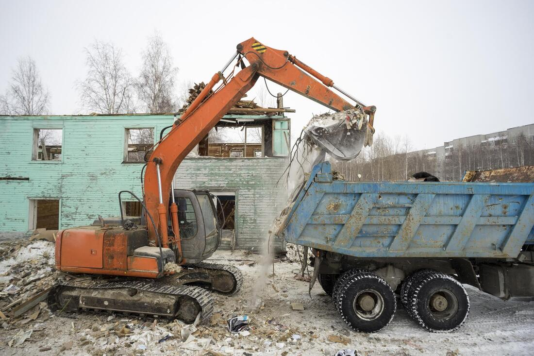 demolition house under working